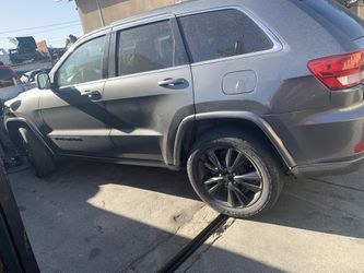 Jeep Wheels 20 Inch Black Wheels Good Years All 4 for Sale in Carson,  CA