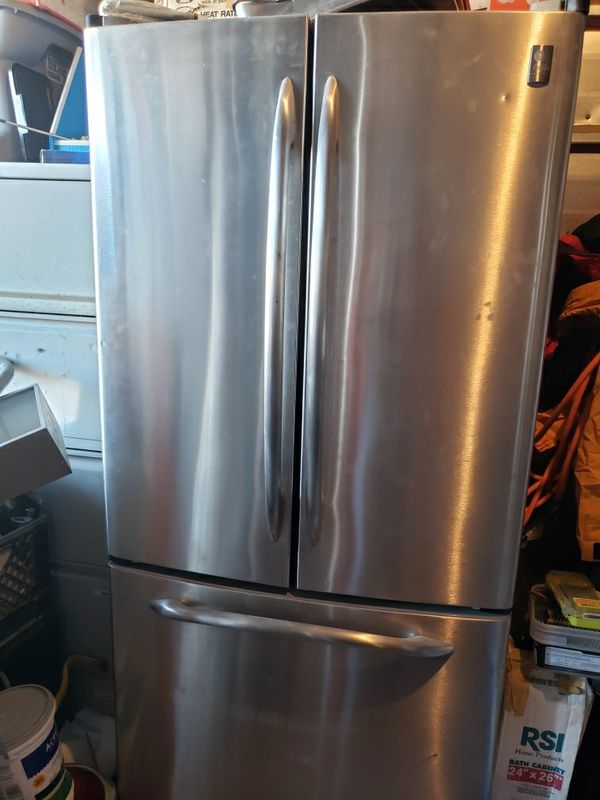 GE Refrigerator 2 Doors