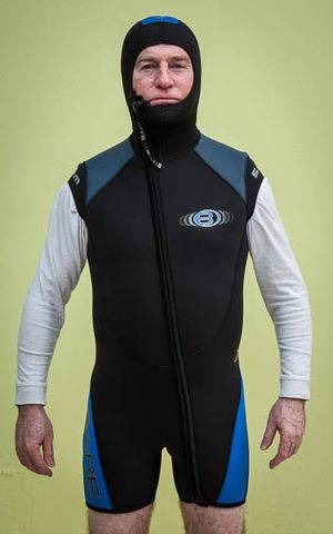 Bare 5mm wet suit for Sale in Miami, FL