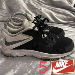Nike Flex Supreme TR 3 shoes size (5) for Sale in Whittier,  CA