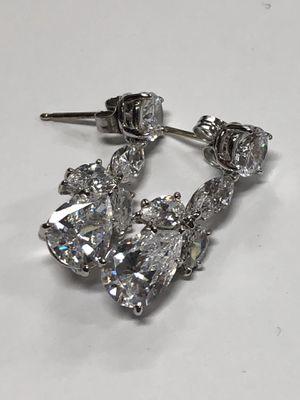 18k White Gold Diamond Dangle Earrings 4.7 Grams for Sale in Los Angeles, CA