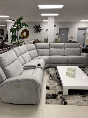 BEAUTIFUL MICRO SUEDE SECTIONAL W/POWER RECLINERS for Sale in Miami, FL