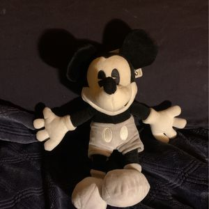 Mickey Mouse Plushie for Sale in Nuevo, CA