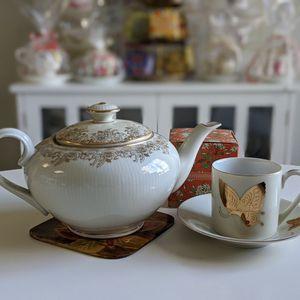 Mix Match Beige With Gold Details Tea Set $25 for Sale in Chandler, AZ