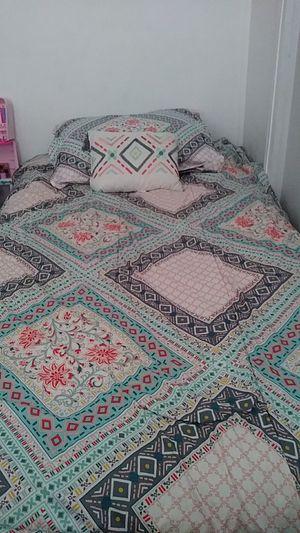 Like new twin comforter set for Sale in Bonney Lake, WA