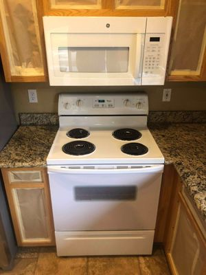 Stove and microwave for Sale in Phoenix, AZ