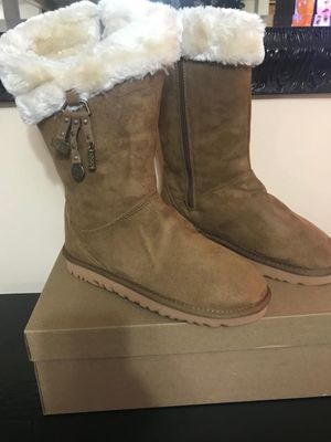 New women's boots size 8 ( PRICE IS FIRM) for Sale in Revere, MA