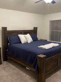 King Bedroom Set for Sale in Haslet,  TX