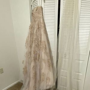 NEW Wedding Dress David Bridals W Veil & Head Tiara for Sale in Orlando, FL