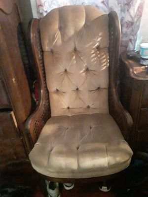 Antique chair for Sale in Memphis, TN