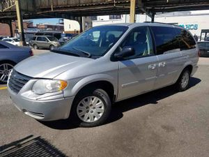 2007 Chrysler Town Country stow/go for Sale in Bridgeport, CT