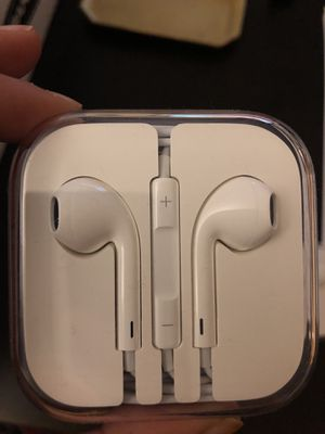Apple EarPods with lightning connector - 2 pairs for Sale in Washington, DC