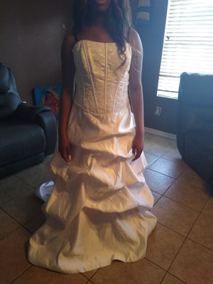 Wedding dress size 8 for Sale in Humble, TX
