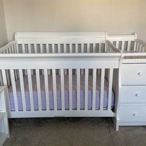 Princeton 4-in-1 Convertible Crib and Changer (White) for Sale in Burtonsville, MD
