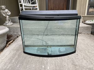 Approximately 40 gallon tank. Comes with lid and light. for Sale in Veradale, WA