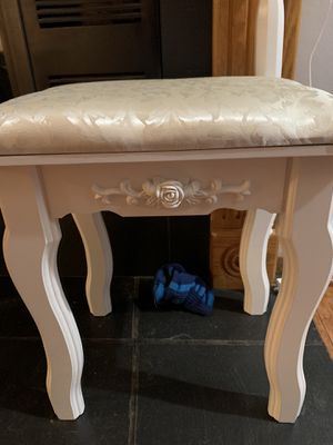 Makeup vanity stool for Sale in Akron, OH