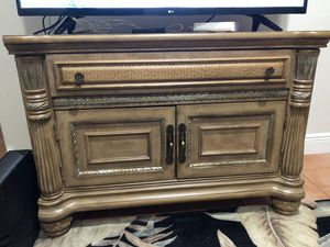 TV Stand - Excellent Quality - Delivery Available for Sale in Fort Lauderdale, FL