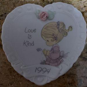 1994 PRECIOUS MOMENTS -LOVE IS KIND PLATE for Sale in Pompano Beach, FL