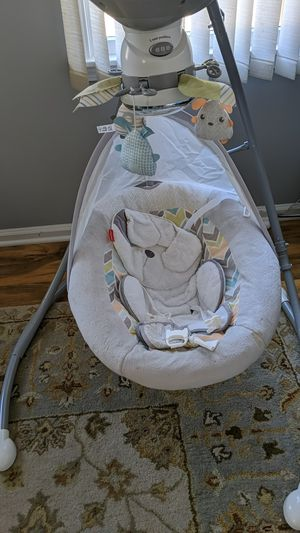 Barely used baby swing, changes to 3 positions. Smoke free house for Sale in Toms River, NJ