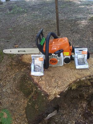 Stihl 018c 14 in bar chain saw with 2 extra chains runs great for Sale in Marysville, WA