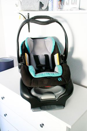 Baby Trend Snap Tech Infant Car Seat for Sale in Chandler, AZ