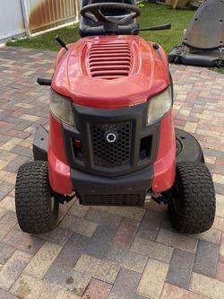 Riding lawn Mower for Sale in Miami,  FL