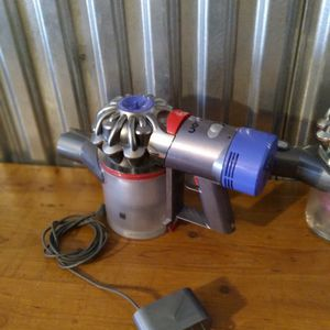 Dyson V 8 Stick Vacuum for Sale in Aurora, CO
