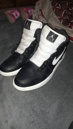 ALMOST NEW pair of Black & White Jordan 1s SIZE 12 for Sale in Tampa, FL