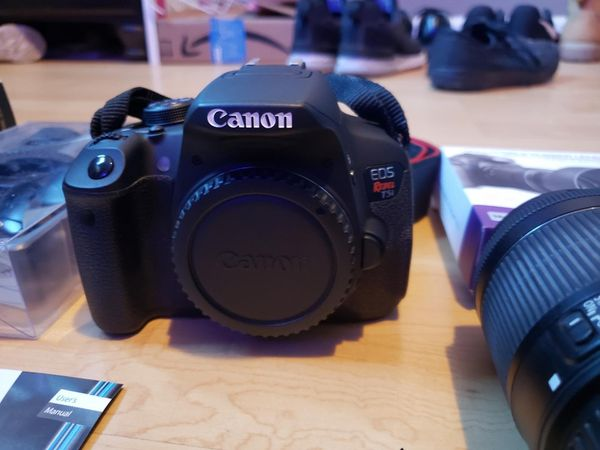 Canon rebel, Rode Mic, Eos t5i 3 lens kit, Speedlight flash , and more