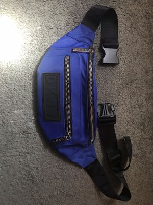 DKNY CROP WAIST BAG for Sale in Quincy, MA