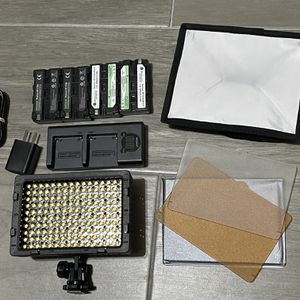 Neewer CN160 LED Light For Camera With Batteries for Sale in Fort Worth, TX
