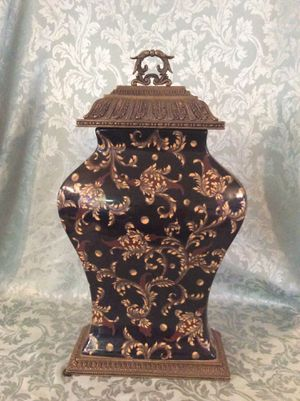 Exquisite Chinese Porcelain And Brass Vase for Sale in Bauxite, AR