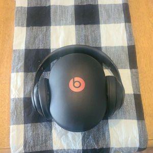 Black beats Wireless Studio Headphones 🎧 for Sale in Rancho Cucamonga, CA