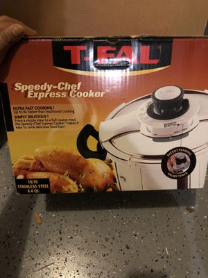 T Fal cooker plus pyrex food container for Sale in Laurel, MD