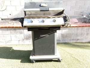 3-Burner Charbroil Performance Gas BBQ Grill for Sale in North Las Vegas, NV