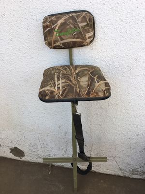 LIKE NEW TANGLEFREE GEAR A-I SLOUGH STOOL - MARSH SWAMP SEAT DUCK HUNTING CAMO AI - for Sale in Fresno, CA