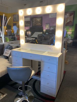 Price Online‼️White Vinity w/Lights and Drawers (Bar Stool Available) • Delivery • Assembly • FREE Financing ‼️Same as cash for Sale in North Las Vegas, NV