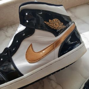 Black Metalic Gold Nike Air Jordan 1 Mid SE Size 13 for Sale in Philadelphia, PA
