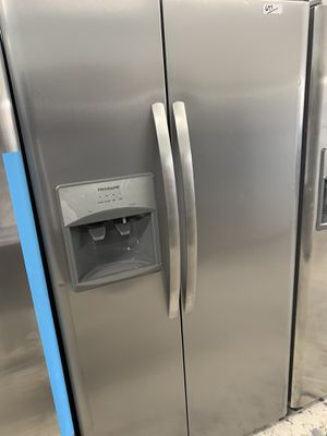 Frigidaire side by side in stainless less steel for Sale in Los Angeles, CA
