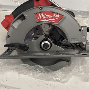 Milwaukee M18 FUEL Brushless 7-1/4 in. Circular Saw (Tool-Only) #2731-20 (Used Once!!!) for Sale in San Diego, CA