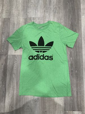 adidas shirt for Sale in Whittier, CA