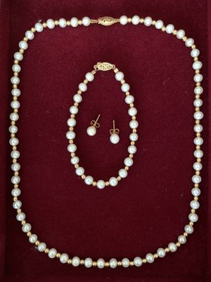 FRESHWATER PEARLS AND 14K YELLOW GOLD BEADS NECKLACE, BRACELET, AND STUD EARRINGS SET for Sale in Palm Beach Gardens, FL