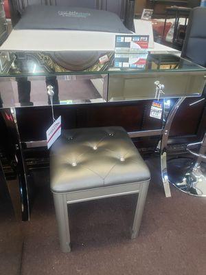 Console table and stool new open item firm price for Sale in Orlando, FL