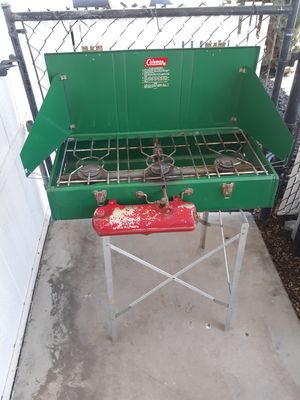 Coleman 3 burner stove with aluminum stand for Sale in Lancaster, CA