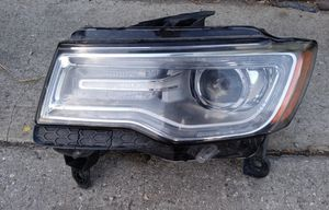 2016 Jeep Grand Cherokee driver side headlamp for Sale in South Gate, CA