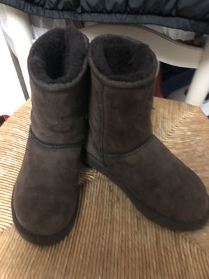 Ugg size5 (brown) for Sale in Annandale, VA