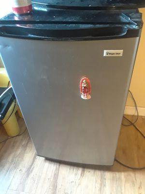 Magic chef mini fridge for Sale in Modesto, CA