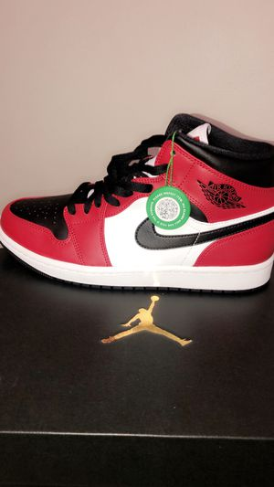 Jordan 1 mid chicago black toe for Sale in Marysville, WA