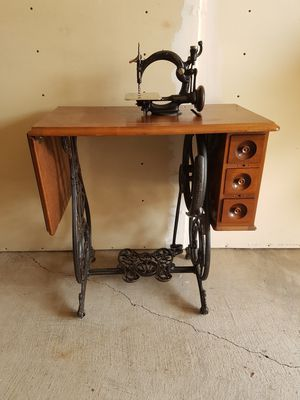1871 willcox & Gibbs Sewing Machine w/ Original Table & Lid for Sale in Cohasset, CA
