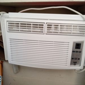 Two GE Window ACs. 6000 BTU for Sale in Baltimore, MD